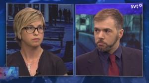 Lisa Pelling (t.v) och Tino Sanandaji (t.h) möttes i SVT Aktuellt. Foto: faksimil svtplay.se