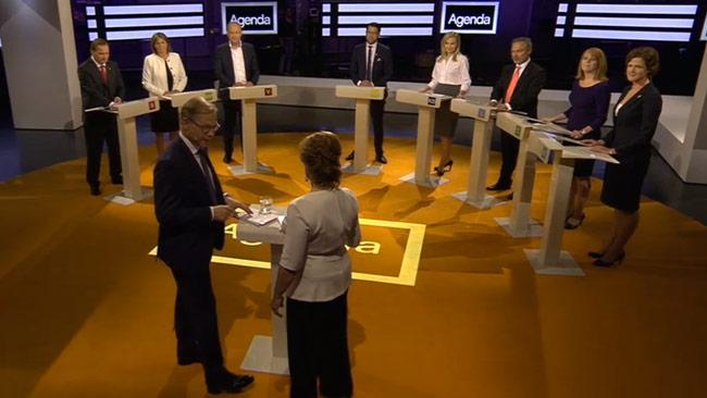 Partiledarna var samlade för att diskutera situationen i förorterna. Foto: svtplay.se
