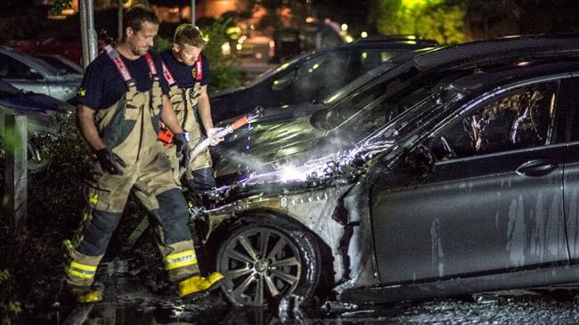 Fyra bilar brann i Rågsved