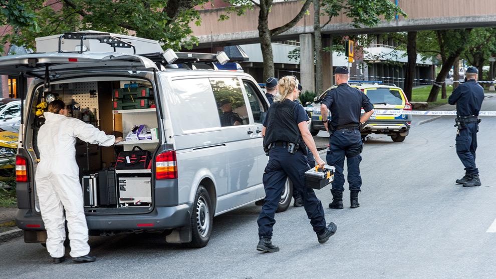 Polisens tekniker arbetade på platsen. Foto: Nyheter Idag