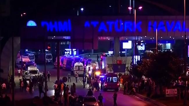 Dödssiffran stiger efter terrordådet i Istanbul.
