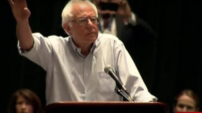 Bernie Sanders möts av burop. Foto: Faksimil Youtube.