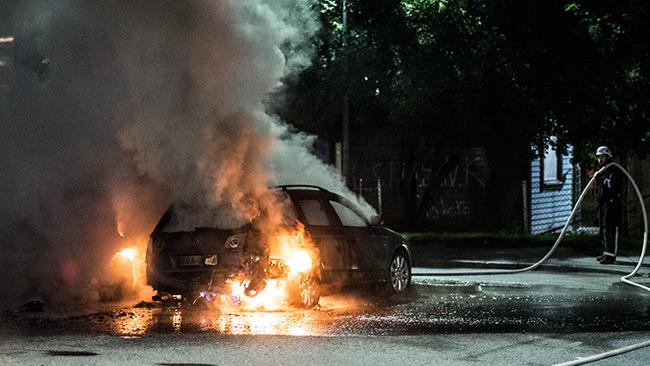 Tre bilar skadades i en bilbrand i Norsborg. Foto: Nyheter Idag