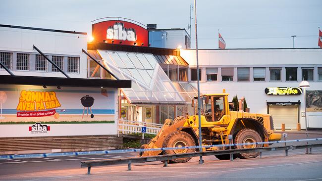 Hjullastaren stod utanför på tomgång. Foto: Nyheter Idag