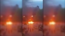 Videon visar nya upplopp – Stenkastning och bilbränder fortsätter i Uppsala