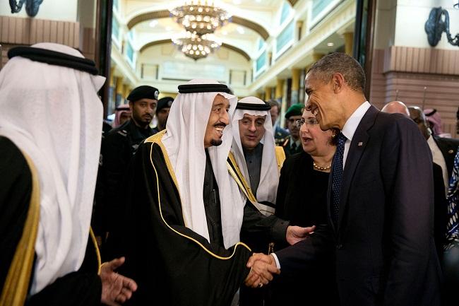 King Salman bin Abdulaziz  av Saudiarabien får stöd av USA i sin krigföring mot de jemenitiska Houthirenbellerna. Foto: Vita Huset