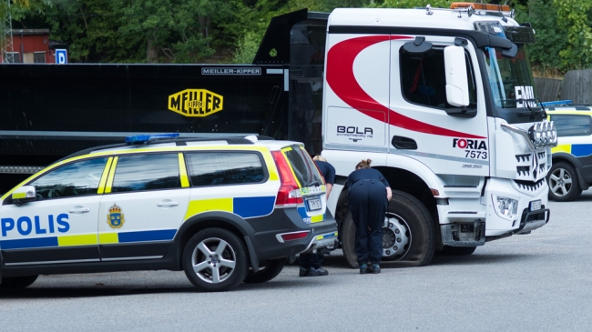 """Polisen om dödsfallet i Ösmo: Kniven har """"gått genom kroppen som en projektil"""""""