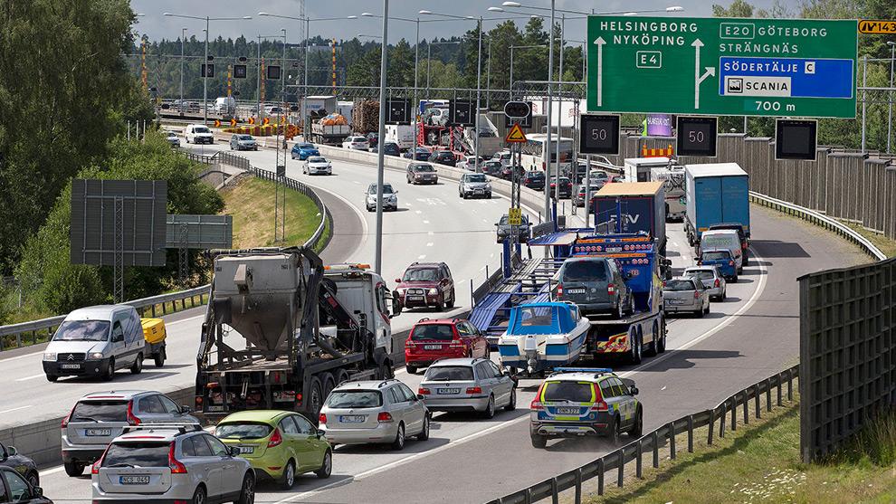 Trafikstockning vid den skadade motorvägsbron i Södertälje. Foto: Trafikverket