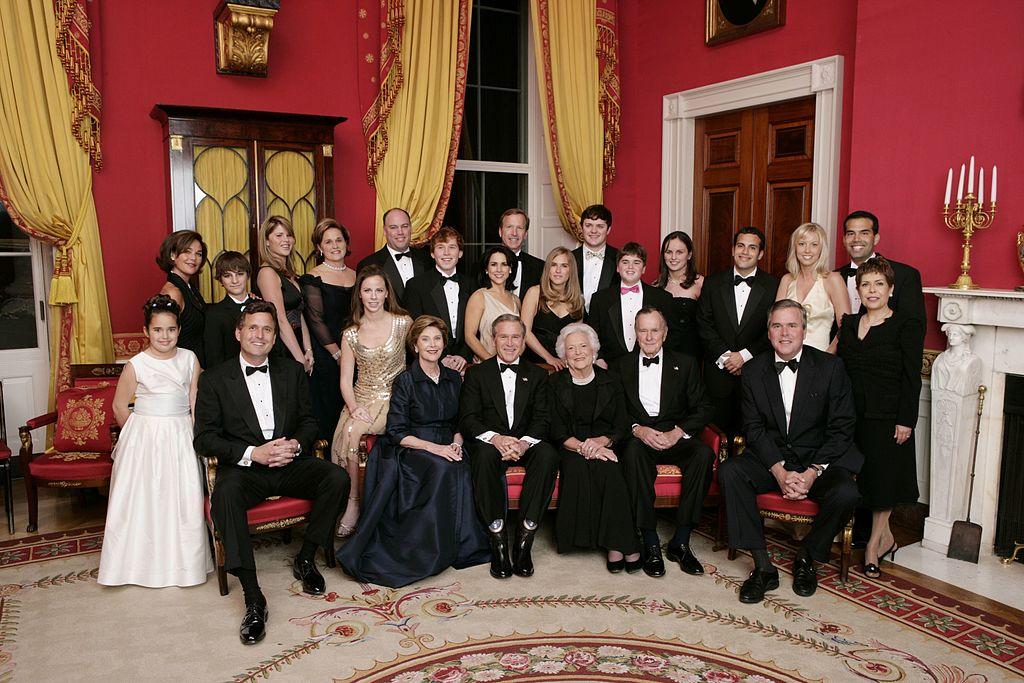 Familjen Bush firar diamantbröllop i vita huset 2005. Foto: Eric Draper/Wikimedia Commons