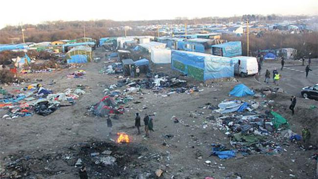 Flyktinglägret i Calais från ovan. Foto: Malachybrowne/Wikimedia commons