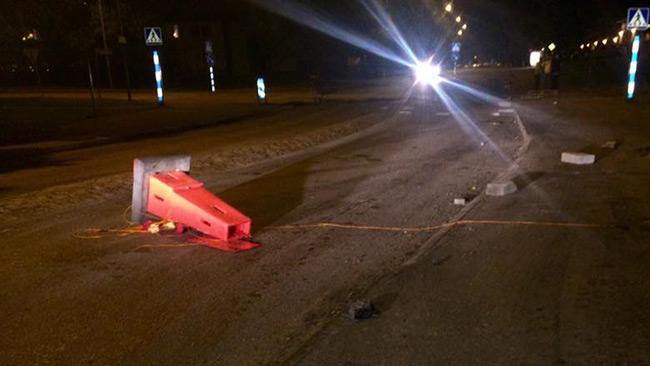Stenar ligger på gatan efter oroligheterna. Foto: Rita Paulsson Svensson