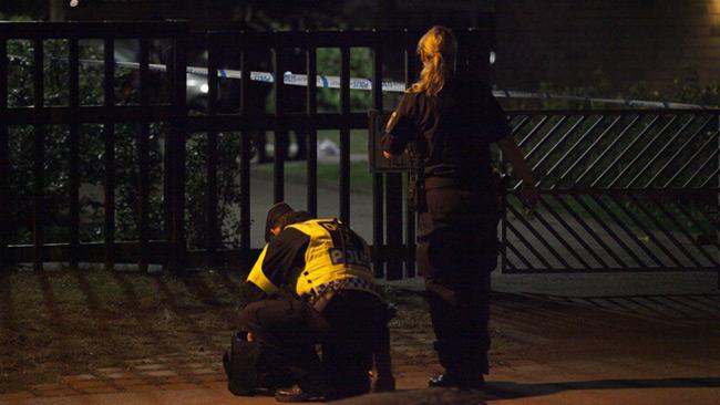 Polisen arbetar på Censorsgatan efter skjutningen. Foto: Adrian