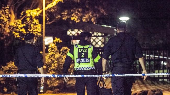 Polisen spärrade av ett stort område vid Censorsgatan. Foto: Adrian