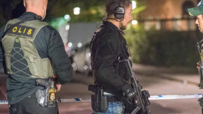 Polisen var kraftigt beväpnad. Foto: Nyheter Idag