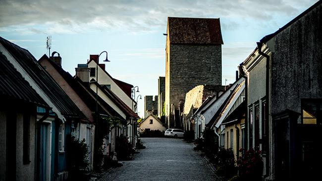 Gruppvåldtäkten har skapat kraftiga reaktioner på Gotland. På bilden syns en gata i Visby.
