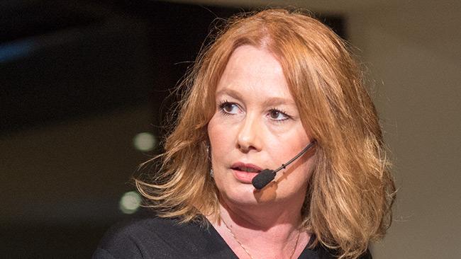 Åsa Lindeborg tar debatten. Foto: Nyheter Idag