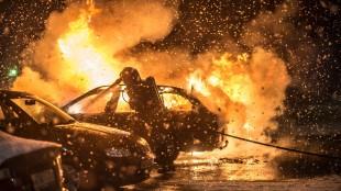 Bilar brinner återigen i södra Stockholm. Foto: Nyheter Idag