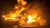 Flera bilar brinner på Kornvägen. Foto: Nyheter Idag