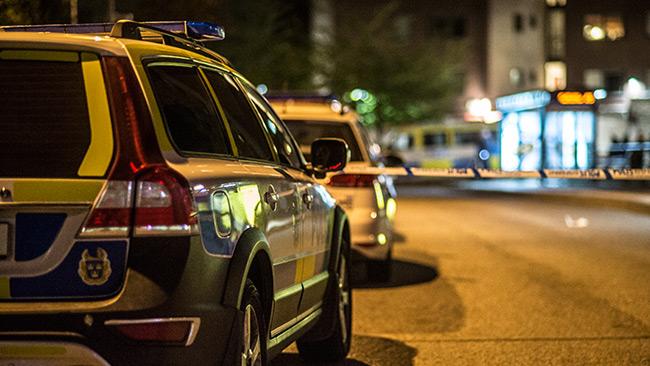 Poliser i Fittja centrum. Bilden är tagen vid ett annat tillfälle. Foto: Nyheter Idag