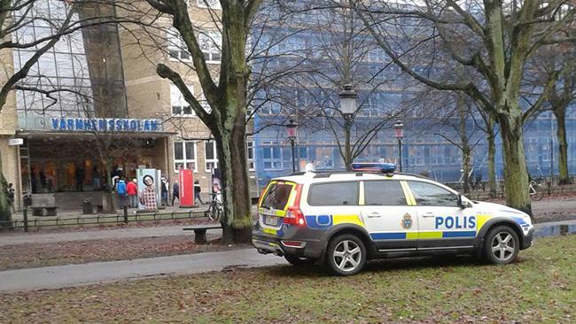 Skolan tvingades stänga ner efter bråket.