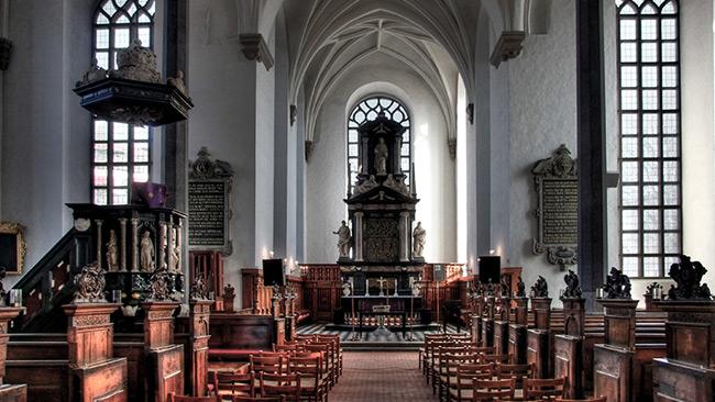 Fotot är av den Heliga Trefaldighetsskyrkan i Kristianstad. Foto: Wikimedia Commons