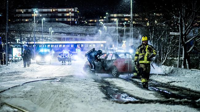 Det var så kallt ute att bilbranden aldrig tog sig riktigt. Foto: Nyheter Idag