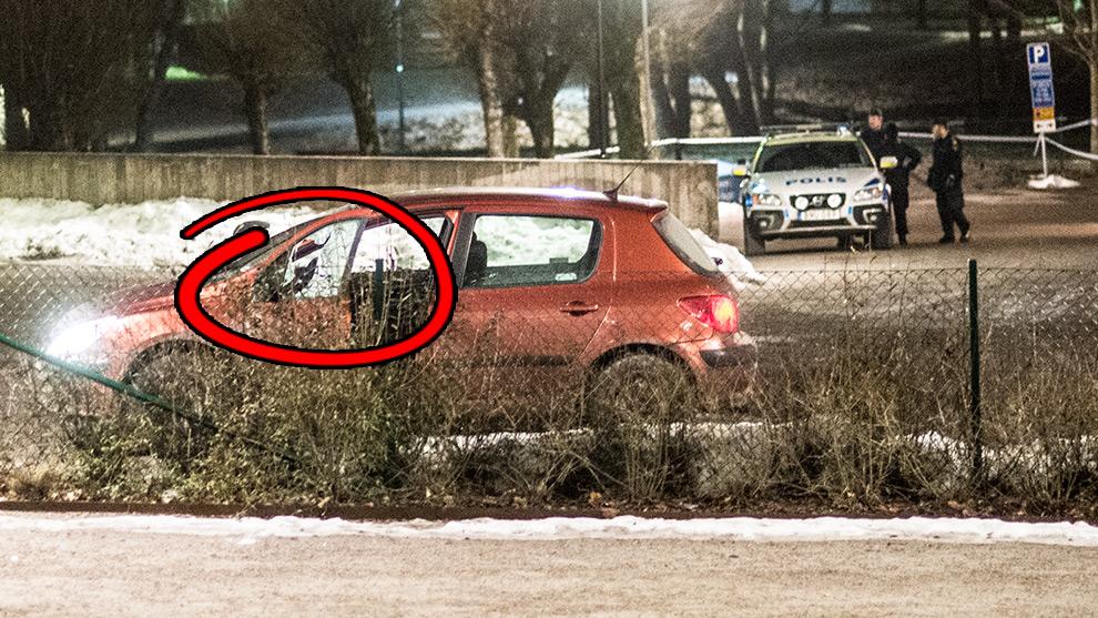 Bilen såg ut att ha skottskador i en sidoruta. Foto: Nyheter Idag
