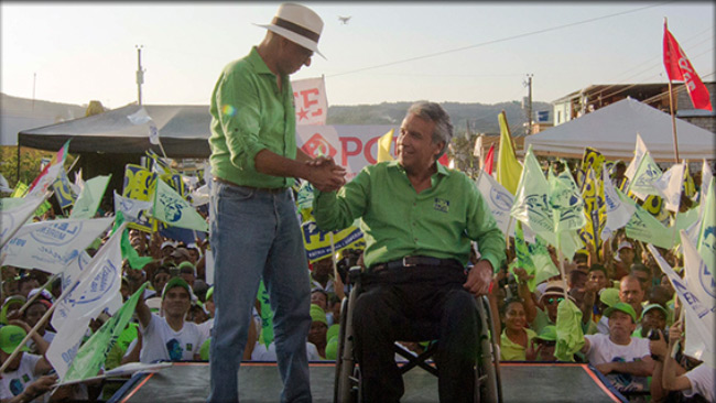 Lenín Moreno, Ecuadors president, sitter i rullstolen. Foto: Faksimil alianzapais.com.ec