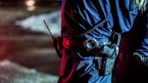 Stenar, knivar och stekpannor: EU-migranter i våldsamt tumult mot poliser
