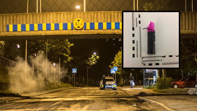 Bilden är tagen vid tidigare oroligheter i Södertälje. Infällt bild på en smällare som polisen publicerar. Foto: Nyheter Idag samt Polisen