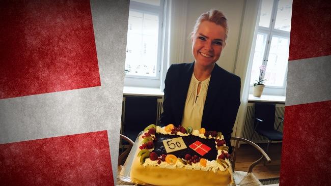 Danska migrationsministern firade skärpt asylpolitik med tårta