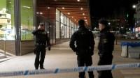 Polisen arbetade i Stockholm hela natten efter dådet. Foto: Roger Sahlström