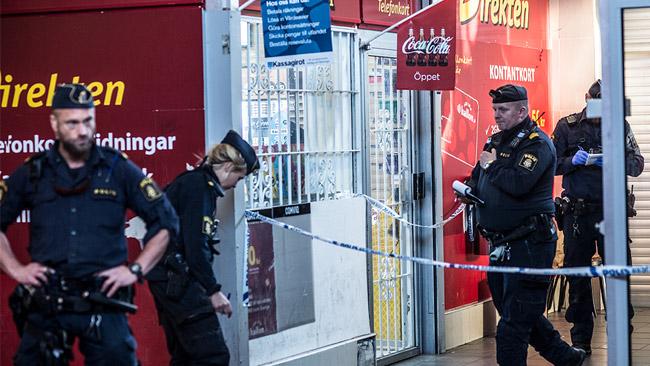 Polis spärrade av på platsen. Foto: Nyheter Idag