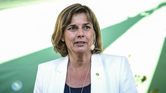 """Isabella Lövin (MP) varnar för SD: """"Att bli tagen i hand är ondskans högsta önskan"""""""
