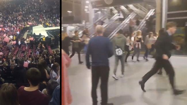 Här flyr människor i panik efter terrorattacken i Manchester