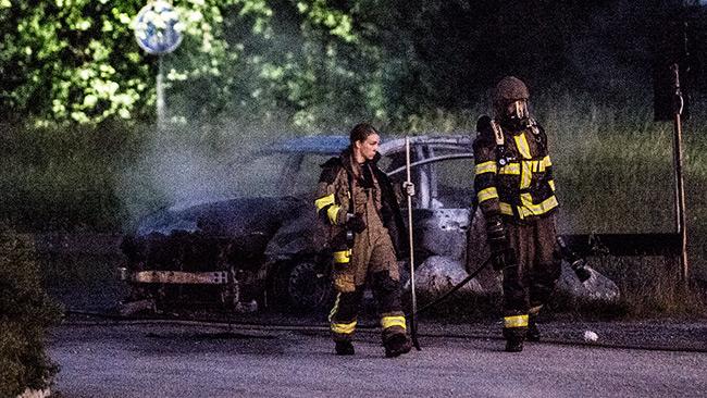 En bil som brunnit i Vårby den 22 juni. Foto: Nyheter Idag