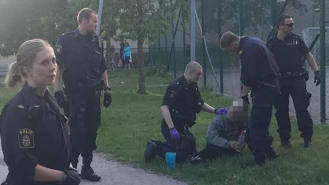 Äldre man sade åt stökiga mopedungdomar: Slogs blodig och sedan tog polisen honom