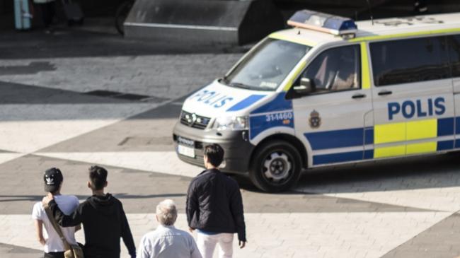 Gatubarnen som greps för rån i Stockholm i helgen redan fria