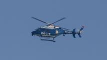 Helikopterjakt efter rånare som slog till mot bostad i villaområde i Nacka