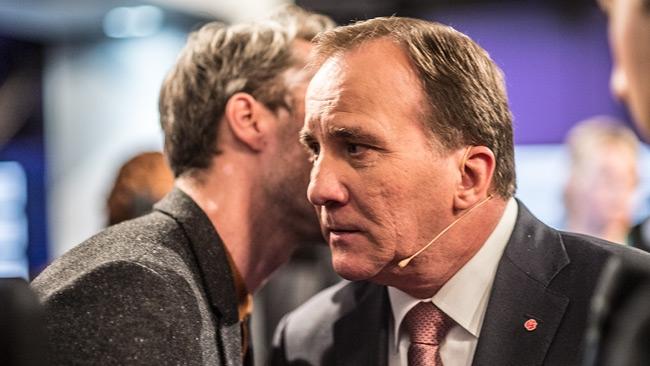 Löfven vägrar kommentera IT-skandalen: Samtidigt står människoliv på spel