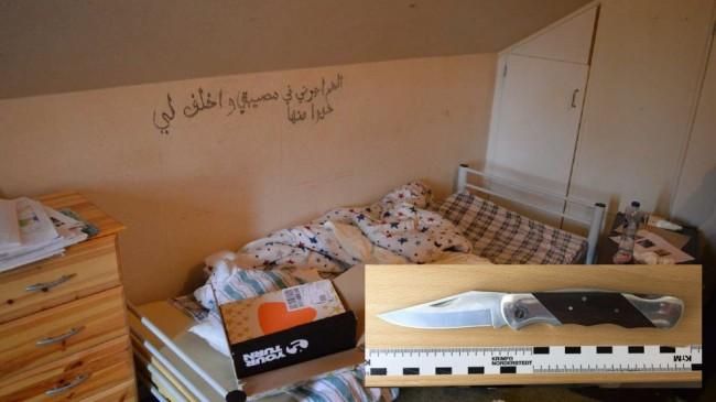 """21-åringen har klottrat """"Min Gud, Allah Allah Mohammed må frid vara med honom min Gud den störste guden"""" på arabiska på väggen vid sin säng. Foto: Polisen"""