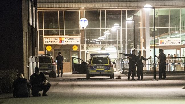 Två skjutna i Stockholmsförort – en död