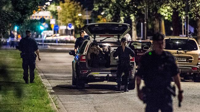 Avspärrningarna utökades på platsen. Foto: Nyheter Idag