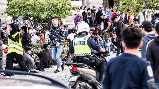 Miljoner till polisen och migrationsverket i var