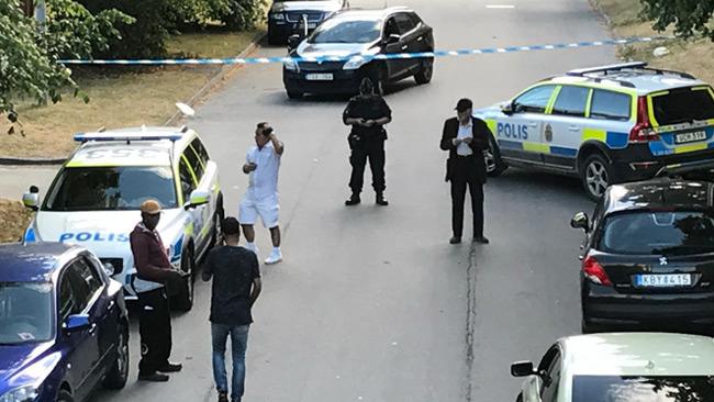 Polisen har spärrat av på platsen. Foto: Nyheter Idag