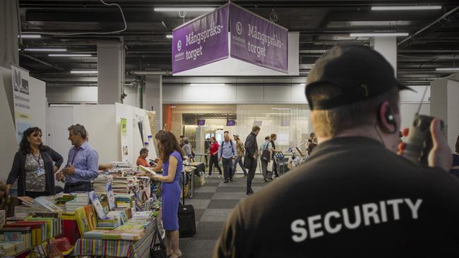 Ökad säkerhet på bokmässan. Bilden är ett montage. Foto: Alexander Lagergren