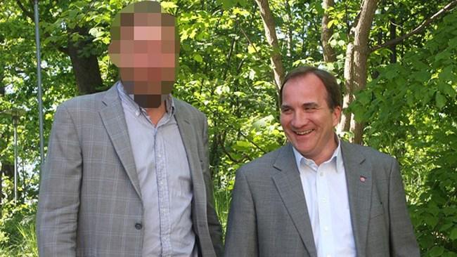 """""""Den mäktige medieman som drogade och våldtog mig"""" poserar här med Stefan Löfven"""