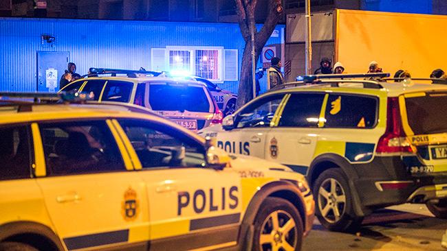 Det är ett stort polispådrag på platsen. Foto: Nyheter Idag