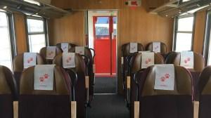 Tågvärd knivskars i magen ombord på tåg till Stockholm – förövaren ännu på fri fot