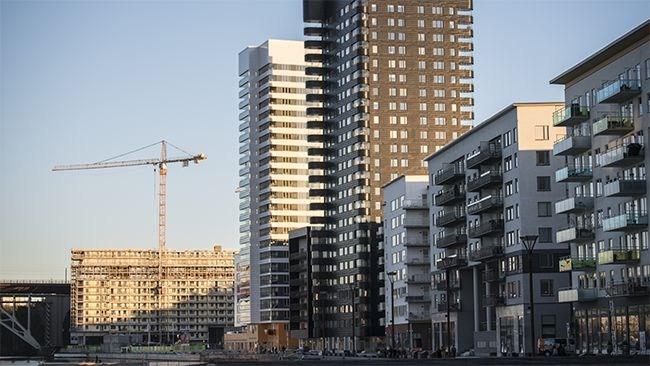 Priserna på bostadsrätter rasar i Stockholm